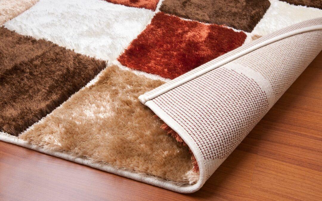 Jak pozbyć się zagnieceń i odkształceń na dywanie?